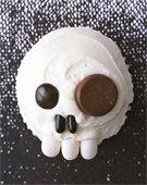 Cupcake decorated like a skull