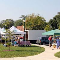 Tents and people at Newington Farmers Market